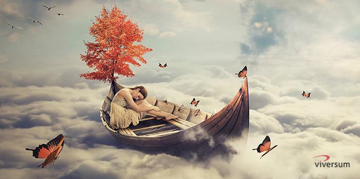 Frau beim luziden Träumen